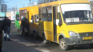 Николаевские общественники помогли ГАИ оштрафовать более 50 водителей маршруток, нарушавших правила остановки