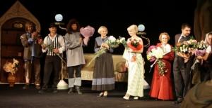 В Николаевском русском драмтеатре новый театральный сезон начался со спектакля «Деревья умирают стоя»