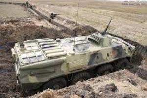 Украинские военные строят оборонительную линию на границе с Крымом