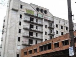 Оппозиционер Аркадий Корнацкий лишился отеля, который должен был достроить шесть лет назад