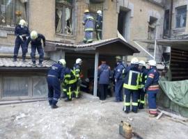 В Киеве из-под завалов рухнувшего здания спасатели достали тела двух погибших