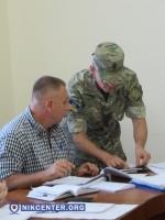 Депутатам Николаевского горсовета вручили повестки в военкомат прямо на заседании