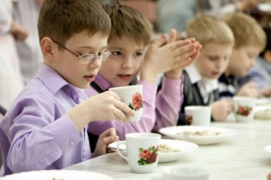 В николаевских школах отменили бесплатное питание для учеников 1-4 классов
