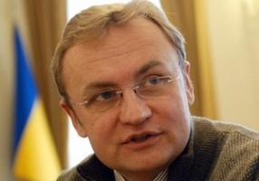 Мэр Львова в Николаеве рассказал, как горожане Львова собирают деньги на поддержку украинских военных