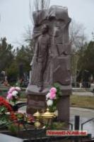 Бывшему мэру Чайке открыли на кладбище памятник. Дорогой