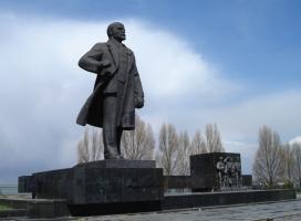 В Мариуполе простятся с оставшимися памятниками Ленину