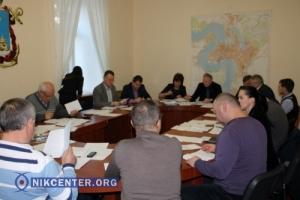 Николаевские депутаты демонтируют незаконные киоски на ул. Дзержинского