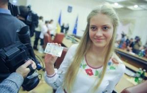 Рада ввела обязательное оформление паспортов с 14-летнего возраста
