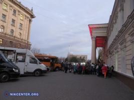 В Николаеве маршрутчики вместо перевозки пассажиров занимаются благотворительностью
