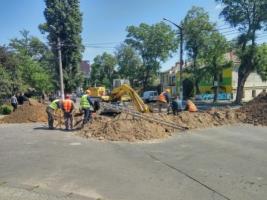 В Николаеве на дороге образовался провал. Движение частично перекрыто