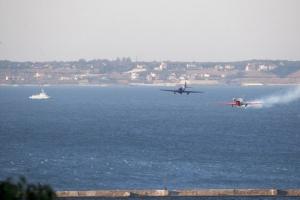 Летчики устроили авиашоу над Потемкинской лестницей в Одессе