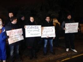 Ответный ход: в Москве забросали яйцами посольство Украины