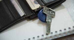 В Николаеве сотруднику полиции и бывшей работнице почтамта разрешили приватизировать служебное жилье