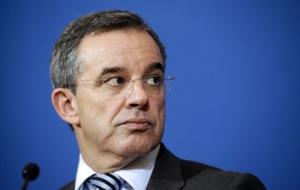 Французского чиновника уволили из-за визита в Крым