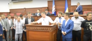 Депутаты Киевского облсовета устроили драку из-за сквера