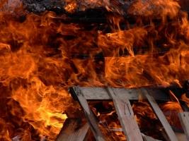 Из-за игр ребенка с огнем, жилой дом едва удалось спасти от полного уничтожения