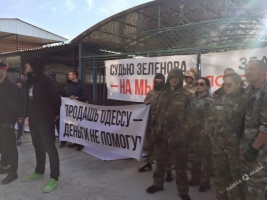 В Одесской области активисты пикетировали дом судьи