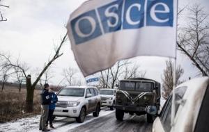 Автомобиль миссии ОБСЕ под Снежным обстреляли неизвестные