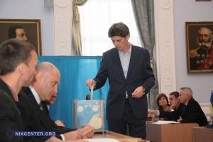 Выборы без выбора: как в Николаеве временного мэра назначили (фоторепортаж)