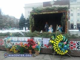 Херсонцев возмутила установка рождественского вертепа возле памятника «Небесной Сотне» и погибшим в АТО