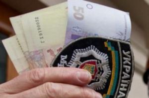 Одесского участкового засняли во время взятки
