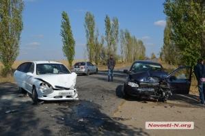 На Николаевщине столкнулись Lada Kalina и KIA Rio - пострадали 5 человек