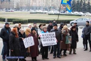 «Зэка геть!» - протестующие под николаевской мэрией требовали отставки Президента