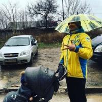 Боксер Усик прогулялся по Симферополю в форме сборной Украины