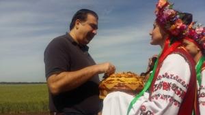 Саакашвили съездил в поля и пообещал не мешать работать селянам