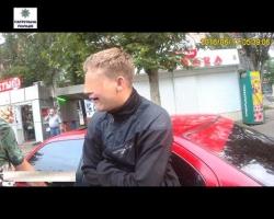 В Николаеве пьяный водитель и пассажир пытались избить полицейских