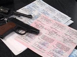 Правоохранители выдавали незаконные разрешения на оружие в Одесской области