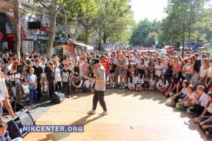 На центральной улице Николаева в День знаний провели танцевальный JAM