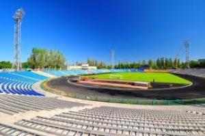 На открытый в Николаеве стадион не пускают людей, мотивируя тем, что это опасно для жизни