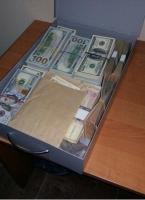 Прокуроры изъяли десятки тысяч долларов из банковского ящика чиновника Минобороны, задержанного за взятку в Одессе