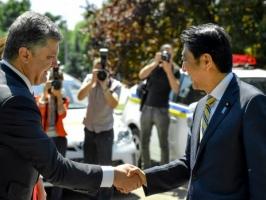 МВД Украины получило от премьер-министра Японии 1,5 тыс. автомобилей