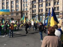 Улицу Крещатик в Киеве заполонили митингующие