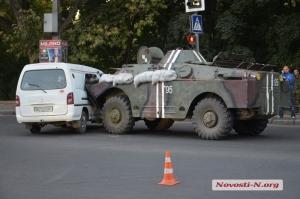 ДТП на проспекте Героев Сталинграда: БРДМ протаранил микроавтобус