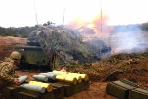 За минувшие сутки в зоне боевых действий погибли 12 украинских военных