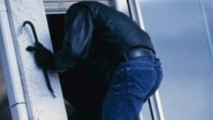 В Николаеве грабитель через окно проник в квартиру, угрожая ножом женщине и ребенку