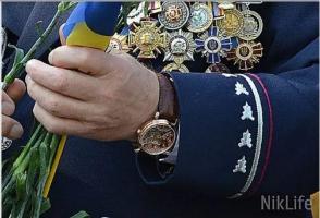 Экс-начальник николаевской милиции Парсенюк забрал назад свои часы за 4 млн. грн., подаренные журналистке