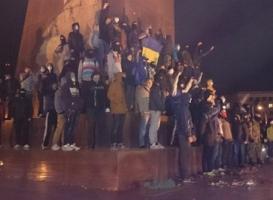 Столкновения в Харькове из-за памятника Ленину: ранены пять человек