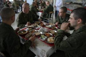 Минобороны обещает кормить солдат шоколадом и мясом