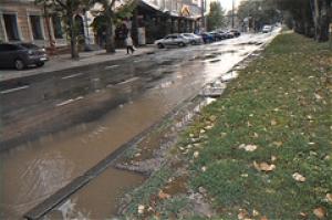 В Николаеве прорвало водопровод