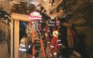 В Индонезии жертвами обрушения шахты стали 20 нелегальных золотоискателей