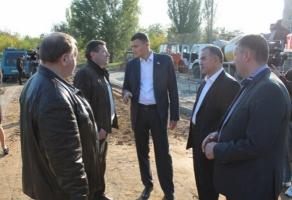 Глава облсовета обустраивает новые детские площадки в Николаеве. Не иначе в мэры метит?