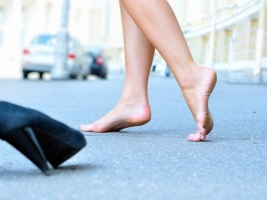 В Херсоне голая девушка-подросток прогуливалась по шоссе