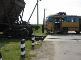 В Херсонской области пассажирский автобус столкнулся с поездом, есть жертвы (ДОБАВЛЕНЫ ФОТО)
