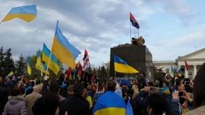 В Краматорске проукраинский митинг закончился снесением памятника Ленину