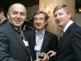 Украинские олигархи отворачиваются от Януковича - политика нынешнего Президента приносит им одни убытки