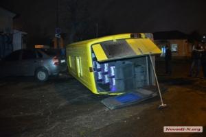 В центре Николаева маршрутка врезалась в легковой автомобиль. Есть пострадавшие